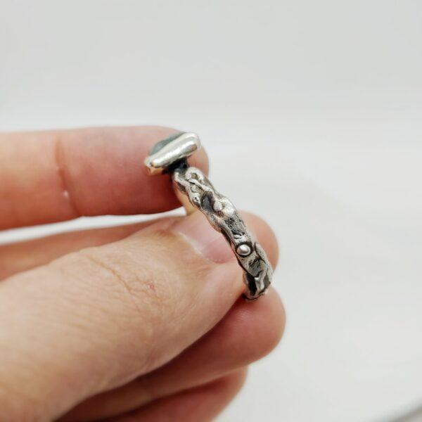 Inel din argint si smarald brut