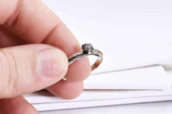 Inel din argint si diamant brut
