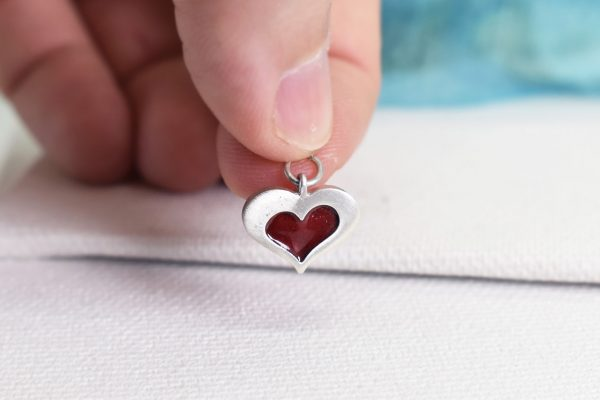 "Martisor – bratara/pandantiv din argint si email din sticla ""Inima"""