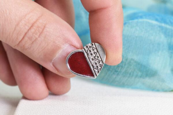 "Martisor – pin/brosa din argint si email din sticla ""Inima"""