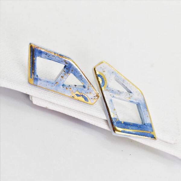Cercei asimetrici din ceramica pictata cu aur