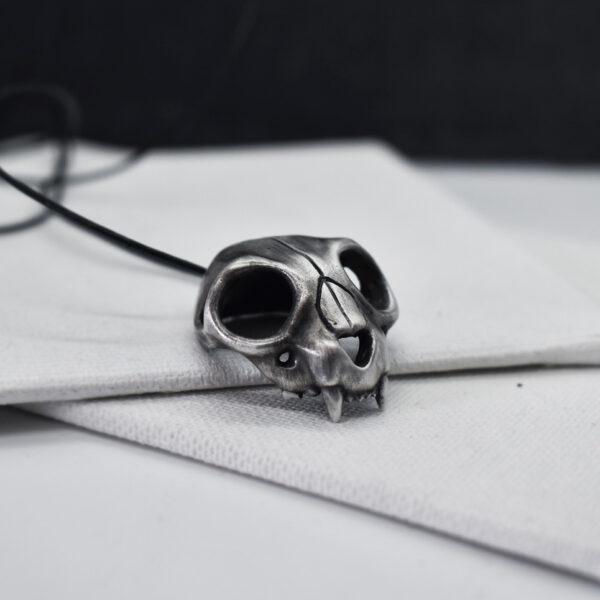 "Pandant cu craniu de pisica ""Memento mori"""