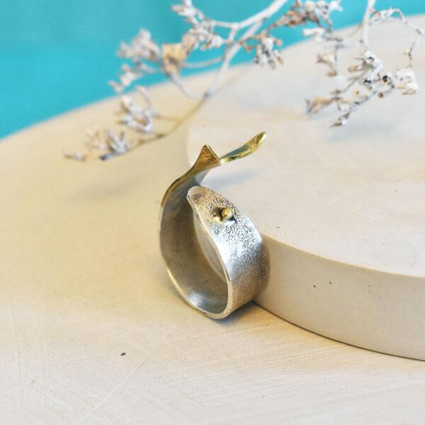 """Inel din argint cu detalii din alama """"Peste"""""""