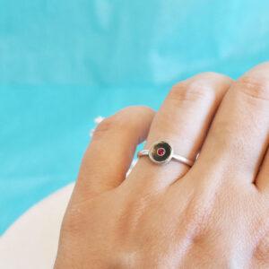 Inel din argint cu zirconiu rosu